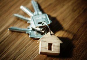 Faire une recherche rapide sur Leboncoin et comparer les caractéristiques des logements à louer ou à acheter pour le même budget mensuel