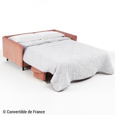 Un canapé convertible express se déplie en lit, sans retirer la housse ni les coussins.