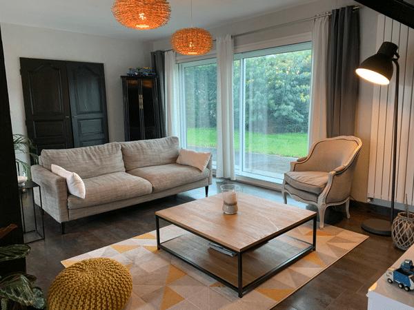 Annonce immobilière : Photos intérieures d'un salon - luminaires éteints